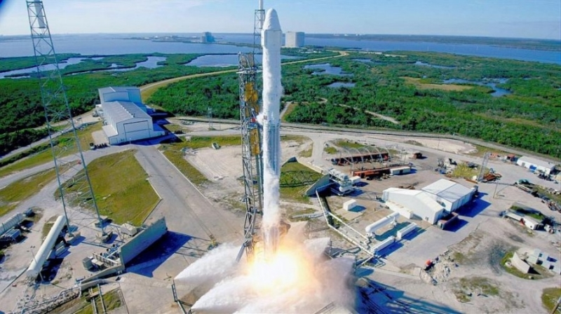 Най-мощната ракета в света потегли на първата си мисия вчера