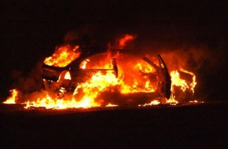 Зловеща мистерия! Монтанска кола се запали край Козлодуй, откриха овъглен труп в нея