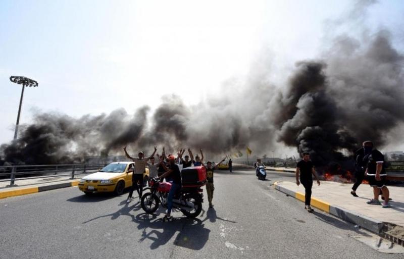 Най-малко двама души загинаха и над 200 бяха ранени днес