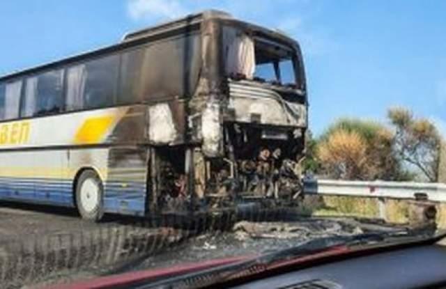 Български автобус пламна около 17:30 часа в събота, когато двигателят