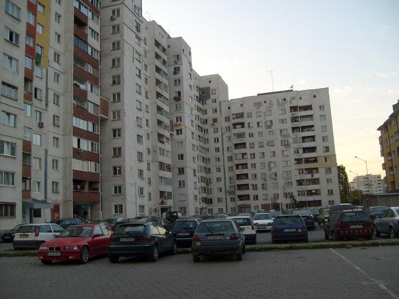 62 минимални заплати стигат за най-евтиното жилище в столицата, сочи