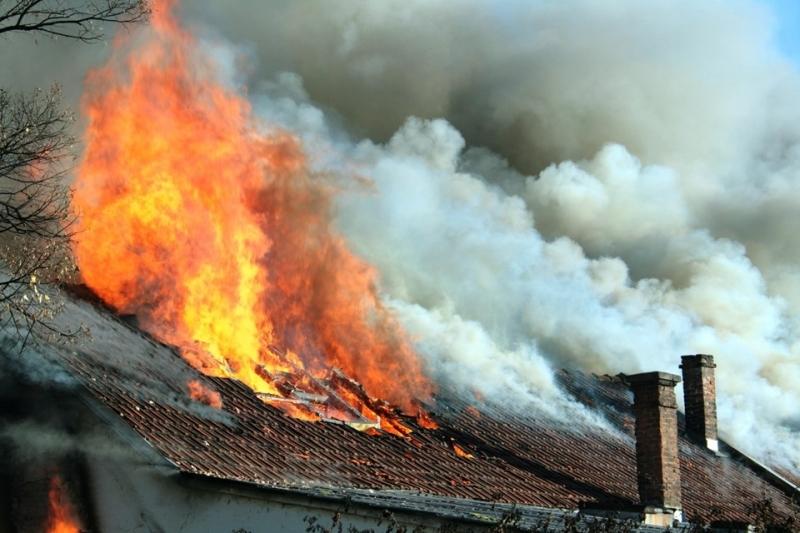 Пожарникари от Вършец са гасили пожар в къща в курортния