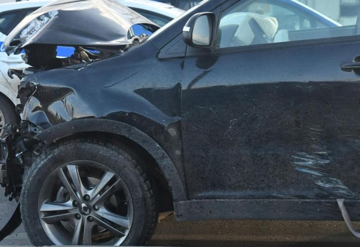 """""""БМВ"""" помете три автомобила на служебен паркинг в Казанлък. Инцидентът"""