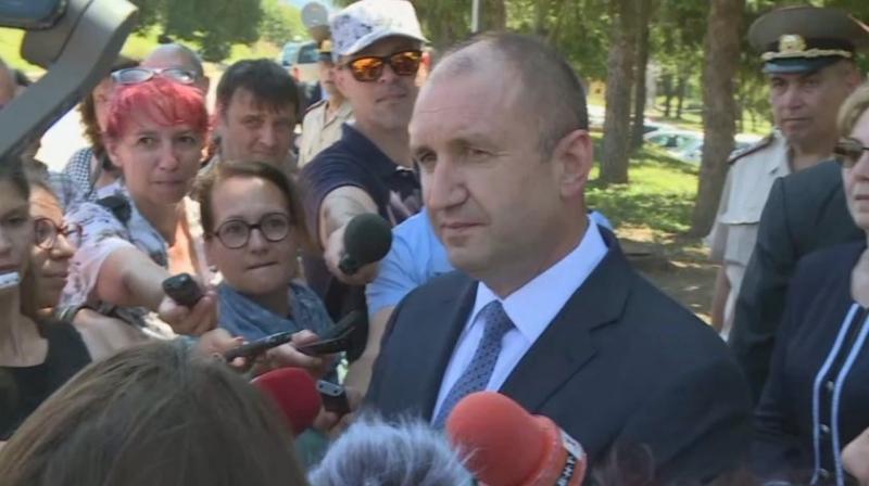 Вчера името на президента Румен Радев беше замесено в кореспонденция