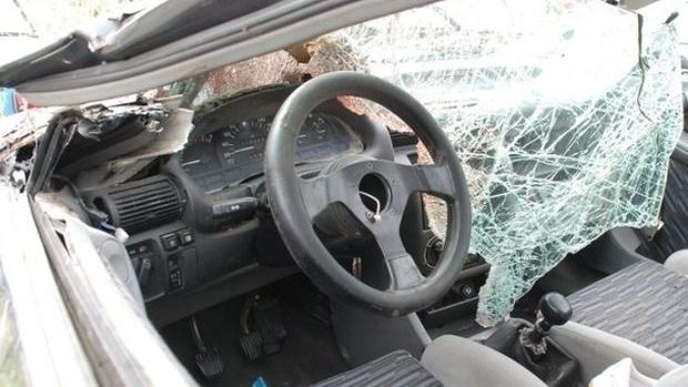 """Мъж от Видинско е изпотрошил лек автомобил """"Мерцедес"""" в Брусарци,"""