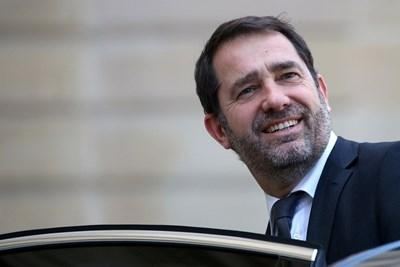 Френският президент Еманюел Макрон направи промени в правителството, предадоха Ройтерс