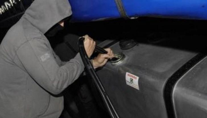 Крадци изпразнили резервоара на камион в Берковица, съобщават от полицията.