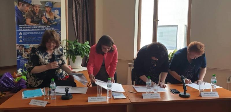 Снимка: На специална церемония наградиха директорите на СУ Христо Ботев и ППМГ във Враца