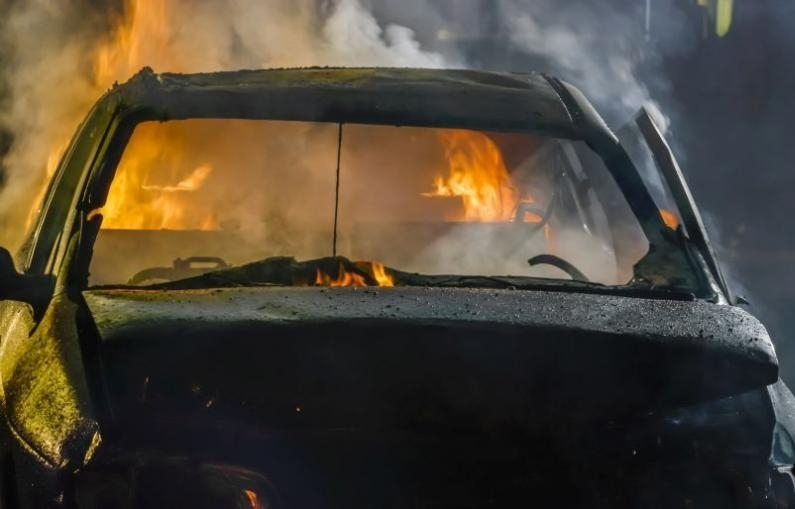 Рано тази сутрин пламна колата на журналиста от Червен бряг