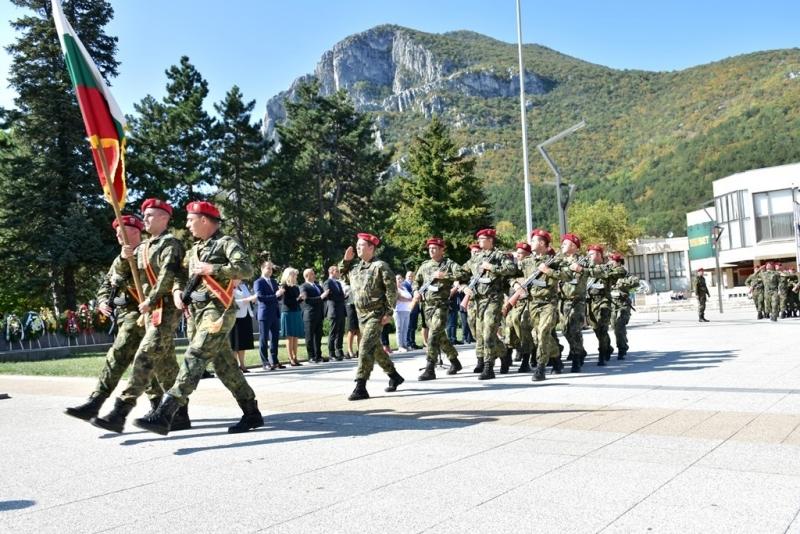 """С издигане на националния флаг на площад """"Христо Ботев"""" започна"""