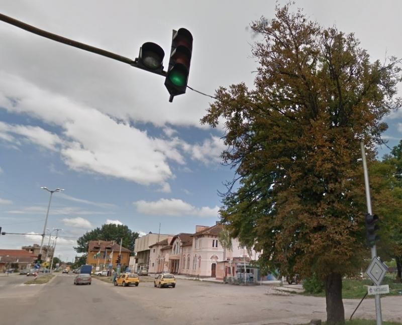Единственият светофар в Лом спря да работи. Причината е повреда