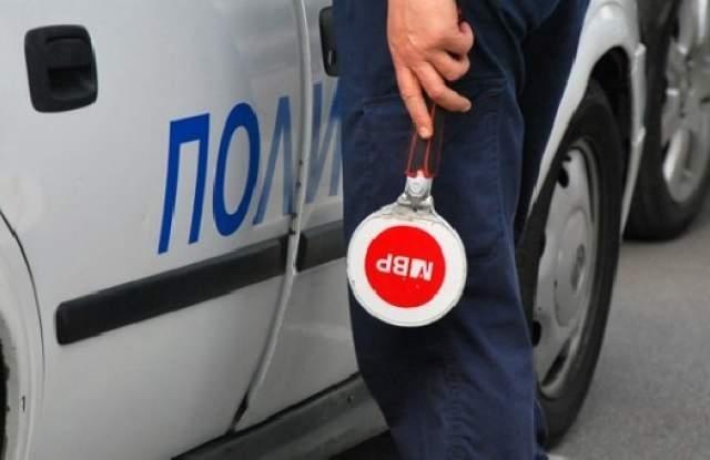 Неправоспособен водач управлявал нерегистриран автомобил из врачанското село Софрониево, съобщиха