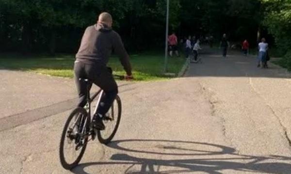Полицаи заловиха колоездач, въртял педалите мъртвопиян в Лом, съобщиха от