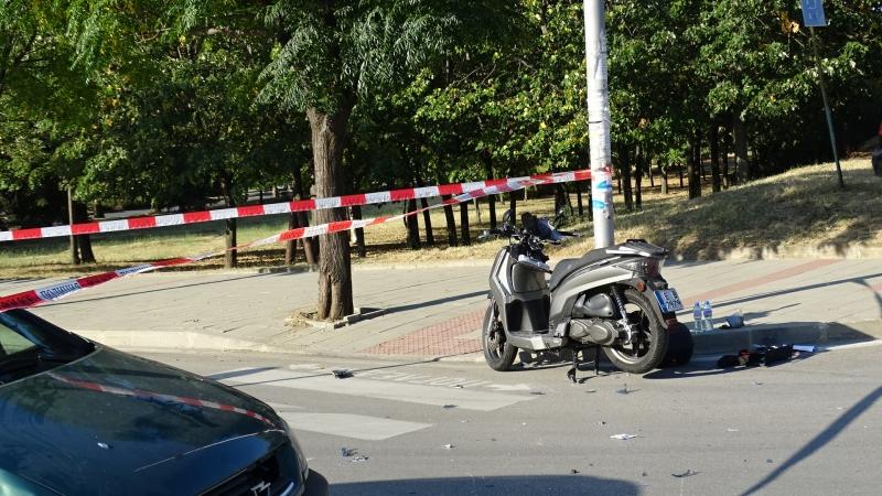 32-годишен моторист пострада, след като лек автомобил му отне предимството.
