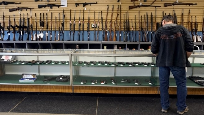 Продажбите на огнестрелно оръжие в Съединените щати отбелязаха стремително увеличение
