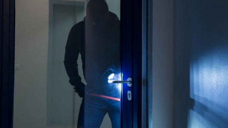Крадци разбиха и ограбиха две къщи във Врачанско, съобщиха от