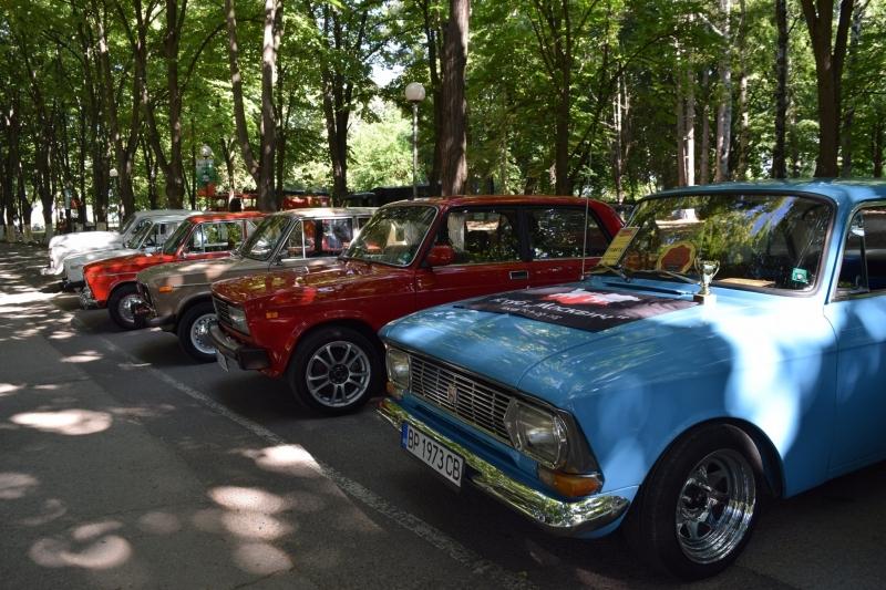Десетки колекционери на ретро автомобили пристигнаха в Козлодуй от цялата