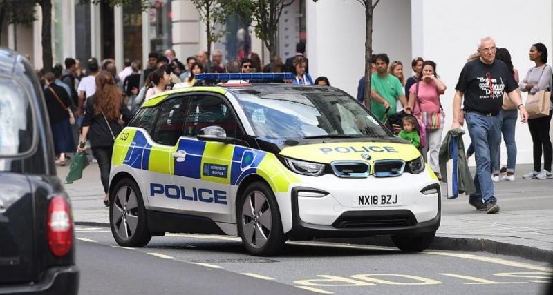 Британската полиция арестува стотици заподозрени членове на организирани престъпни групи,