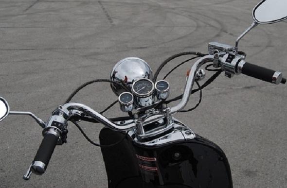 Снимка: Смелчага подкара мотора си без номера в Оряхово