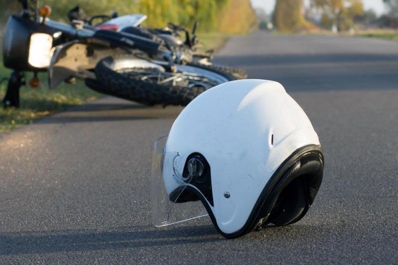 Моторист е с опасност за живота след катастрофа край Варна,
