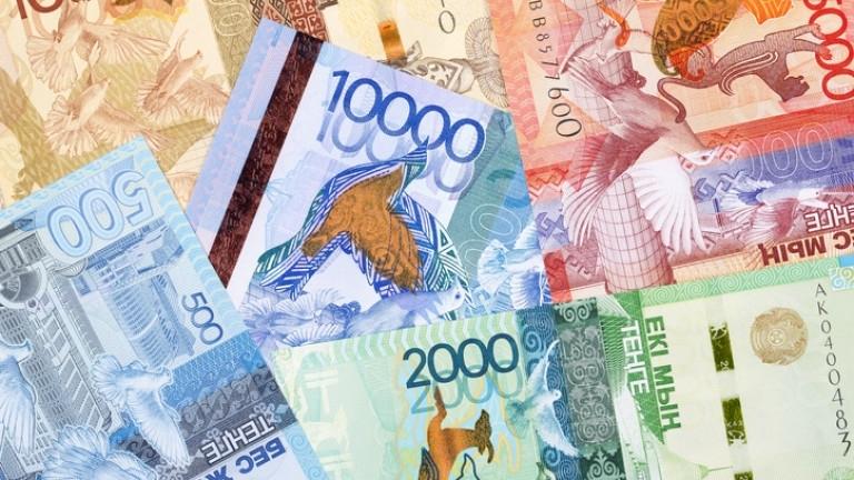 "Надписите на банкноти и монетиот националнатавалута на Казахстан ""тенге"" ще"