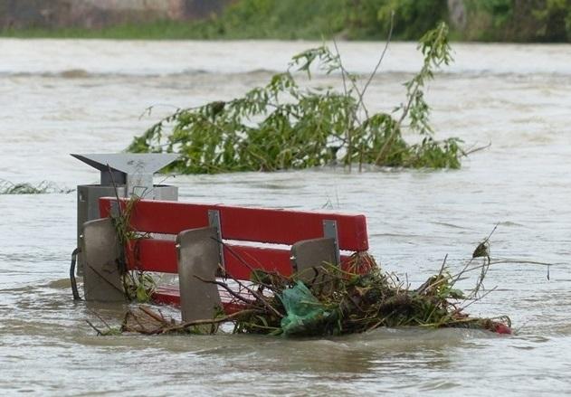 При наводнения от внезапни приливни вълни в южната част на