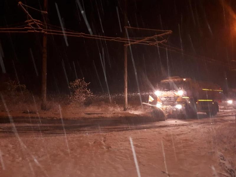 Във връзка със стартиралите валежи от сняг, екипи на ОП