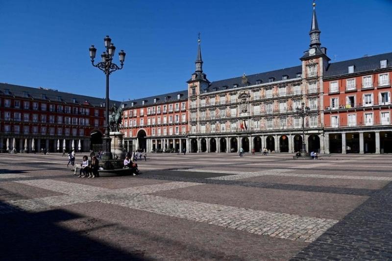 Един милион души в и около испанската столица са под