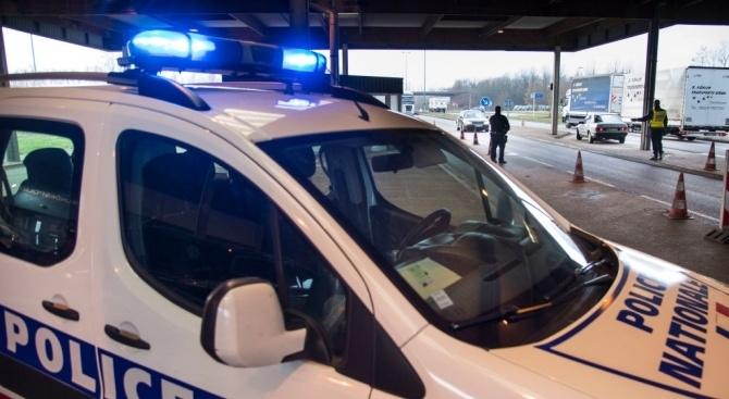 Френската полиция е арестувала двамата братя на нападателя, открил стрелбата