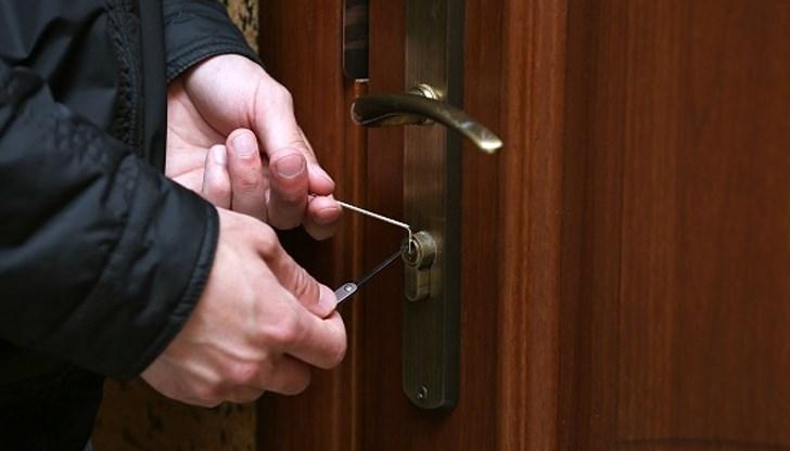 Снимка: Крадци взломиха апартамент и отмъкнаха пиене във Видин
