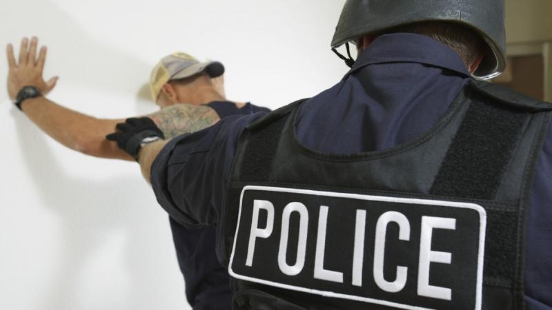 Гневна тълпа направиопит да линчувамъж,който е опитал да насили невръстни