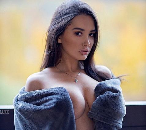 Алина Горохова е 19-годишна рускиня от новата реколта. Толкова е