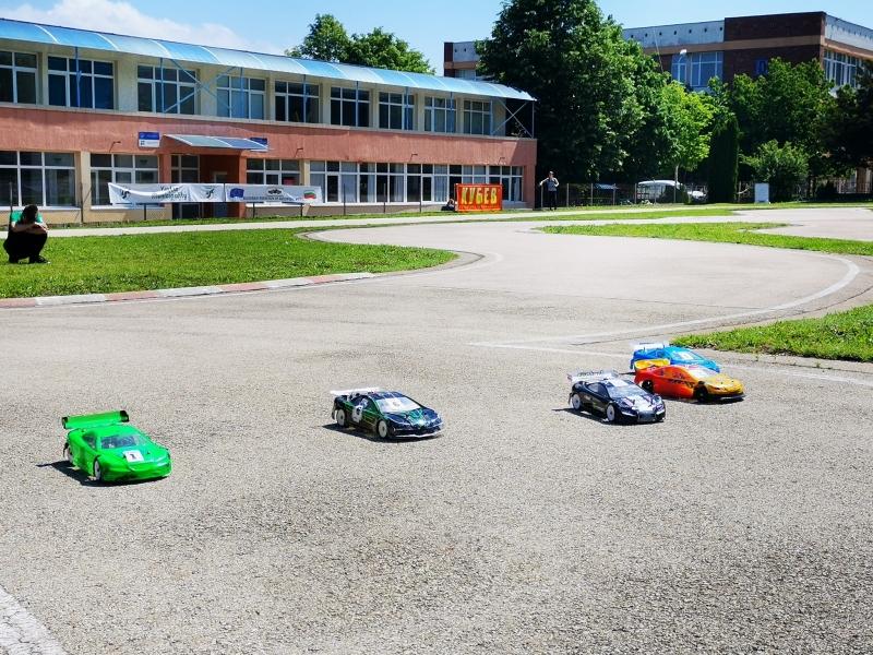 Автомоделисти от цялата страна караха в първия кръг от шампионата във Враца /снимки/
