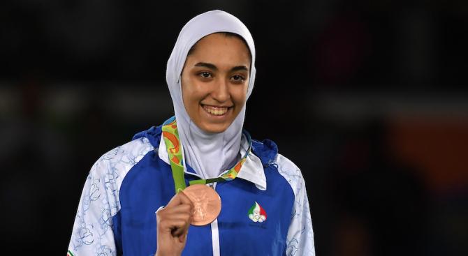 Най-известната спортистка на Иран избяга от страната. Кимиа Ализаде е