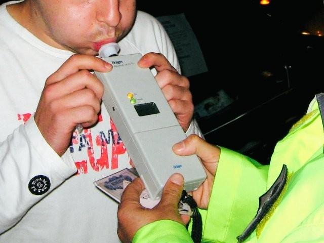 Пиян мъж е хванат да шофира лек автомобил във Врачанско,