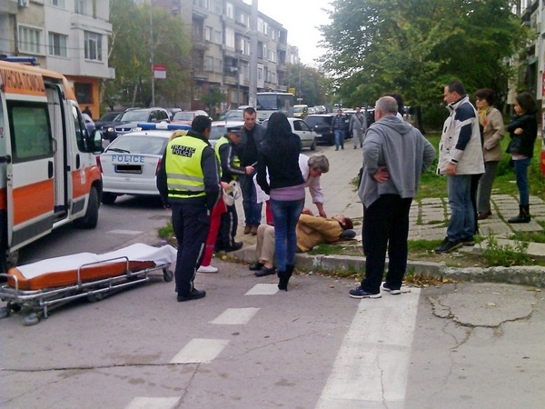 Шофьорка помете жена на кръгово във Видин, вкара я в болница