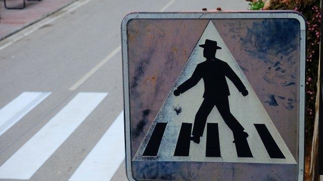 Шофьор на 81 години блъсна жена на пешеходна пътека в