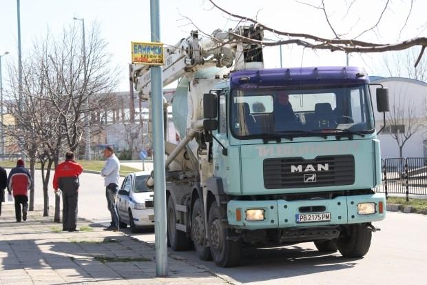 Снимка: Врачанин с бетоновоз блъсна мъж край Мездра и избяга от местопроизшествието
