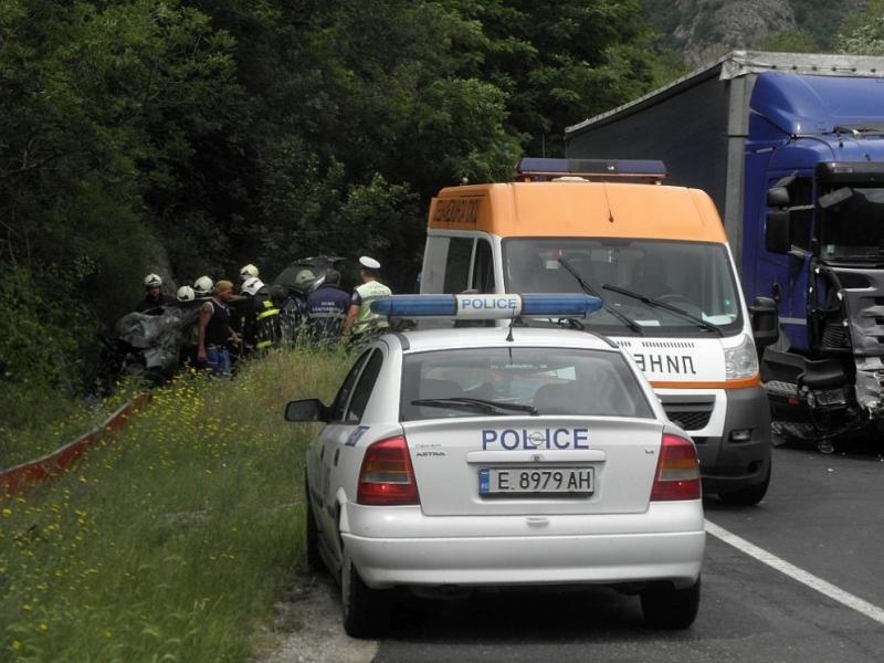 """Четирима души пострадаха при зверската катастрофа на прохода """"Петрохан"""", съобщиха"""