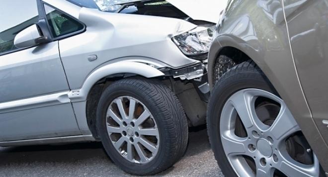 Пиян шофьор е ударил кола в Лом и е избягал,
