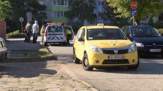 Снимка: Ченгета душат за нелегални таксита в Оряхово