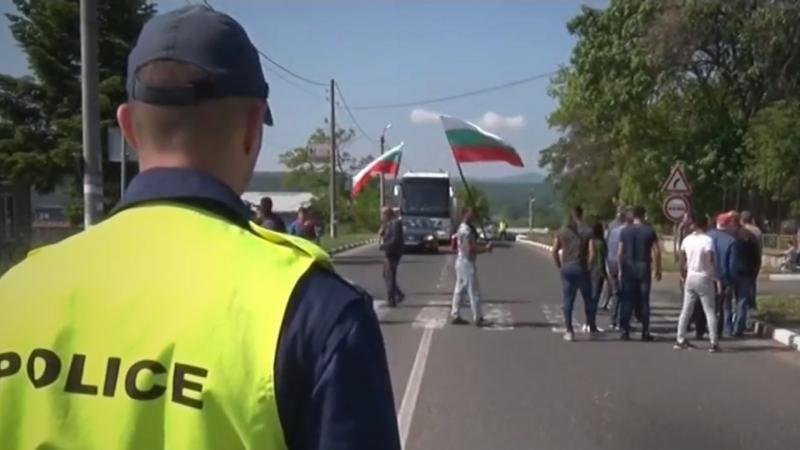 За четвърти път жители на село Конуш, община Хасково, блокираха