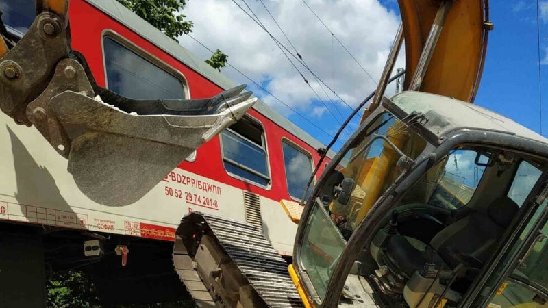 Локомотивът на бързия влак от Варна за София, преди пристигане