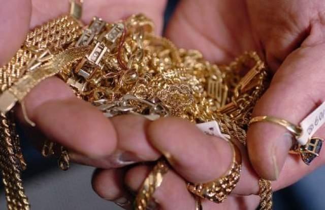 Служители на полицейското управление в Свищов разследват кражба на пари
