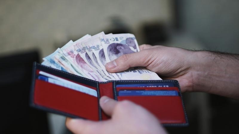 Турската лира отслабна днес на фона на нарастващи опасения на