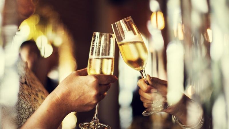 Две-три чаши питие могат да превърнат секса в истински празник.