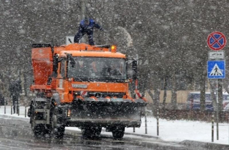 608 снегопочистващи машини работят към момента в цялата страна, 1800