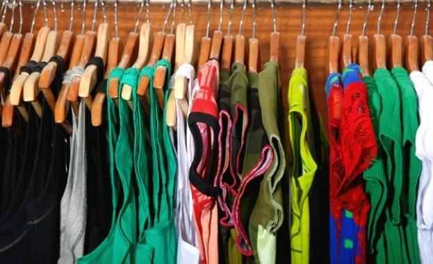 Опасни дрехи на пазара. На митницата контролните органи редовно задържат