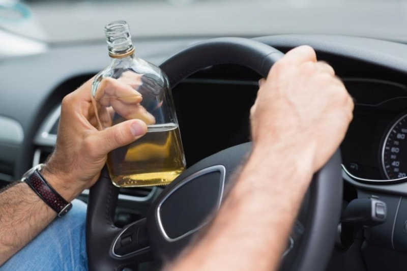 Пиян шофьор и бил задържан във Врачанско, съобщиха от полицията.