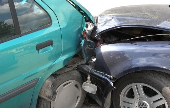 Вчера малко преди 13 часа две леки коли се блъснали